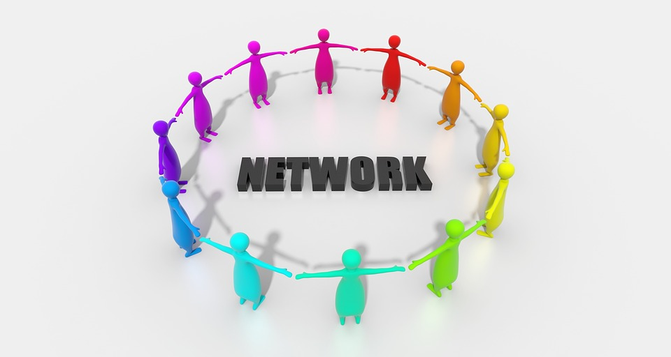 Jak zbudować sieć kontaktów biznesowych na eventach i imprezach?
