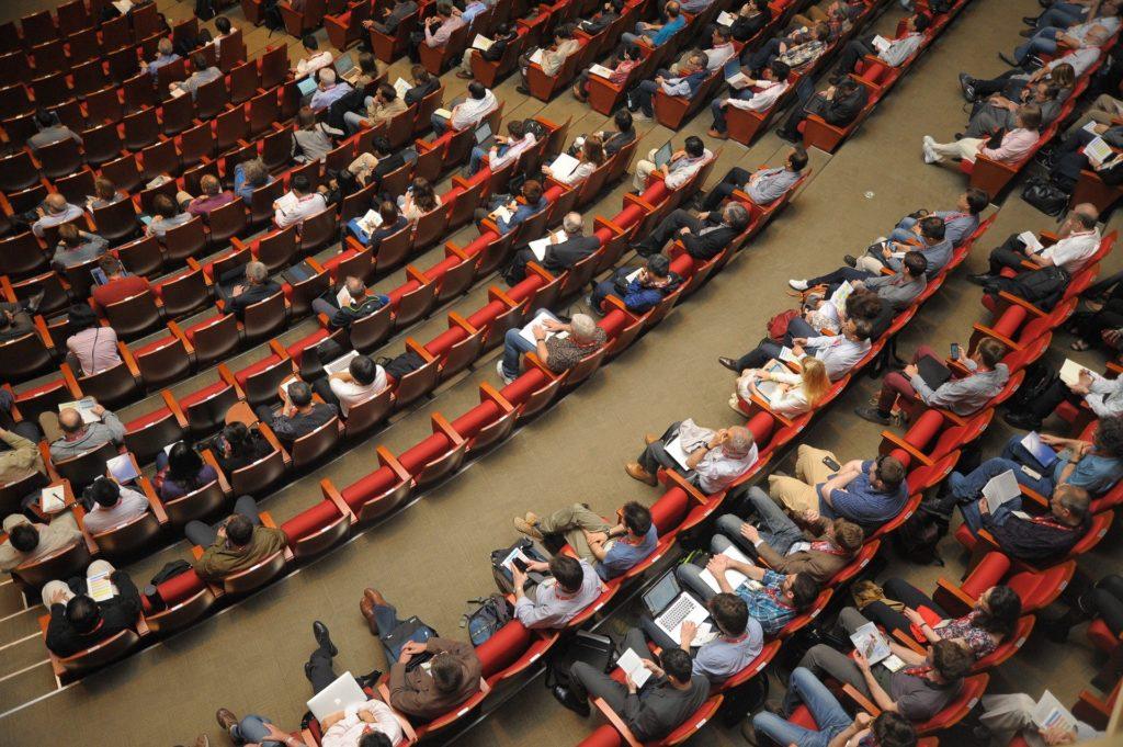 Jak współpracować z prelegentami podczas organizacji konferencji?