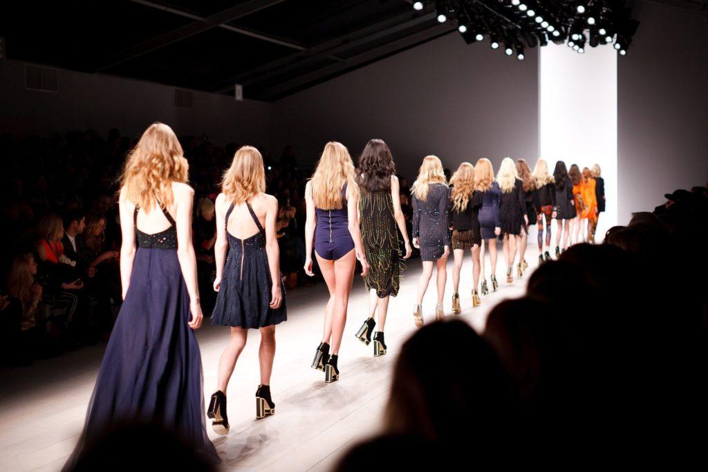 Jak zorganizować pokaz mody?